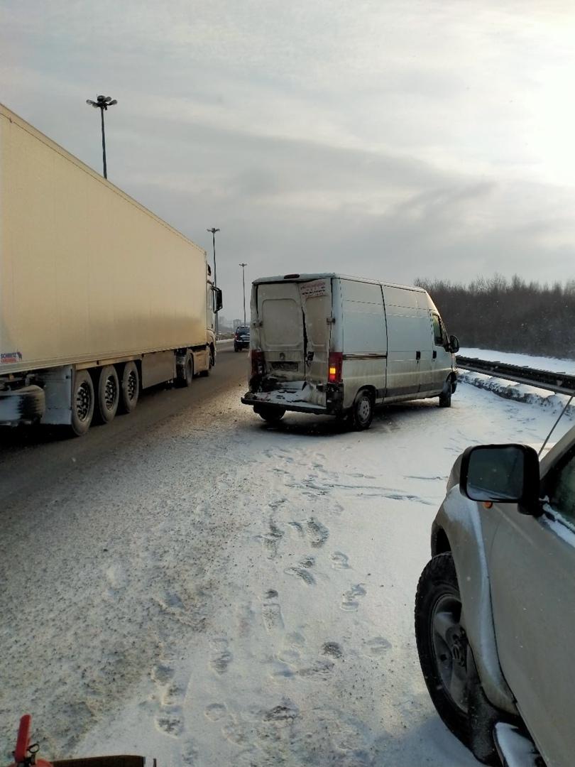 С 7:30 ждут ГАИ на 27 км внутренней стороны КАД. Когда приедут неизвестно. Три авто VW, Fiat и КамАЗ...