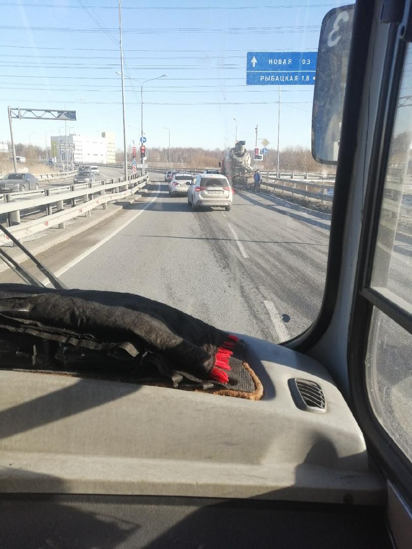 Бетономешалка и Renault притерлись на Муринской дороге около Юлмарта, на стрелочке