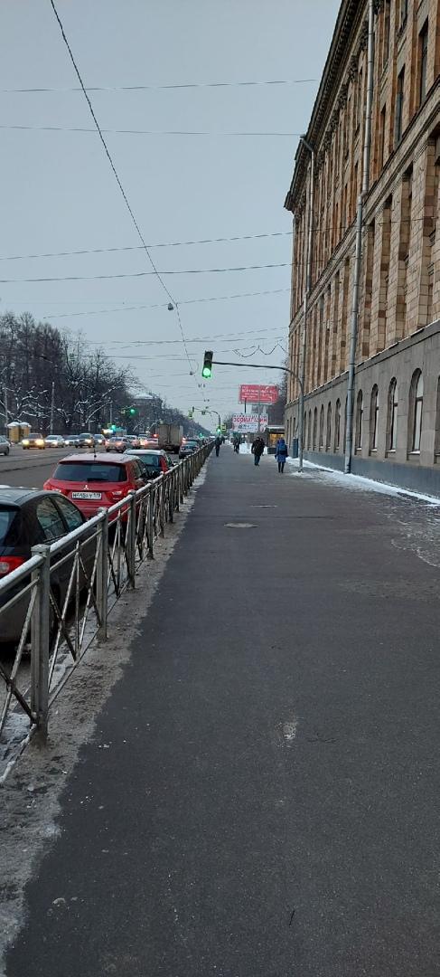 Подписчик спрашивает, зачем на проспекте Энгельса в 100 метрах от Светлановской площади установлен э...