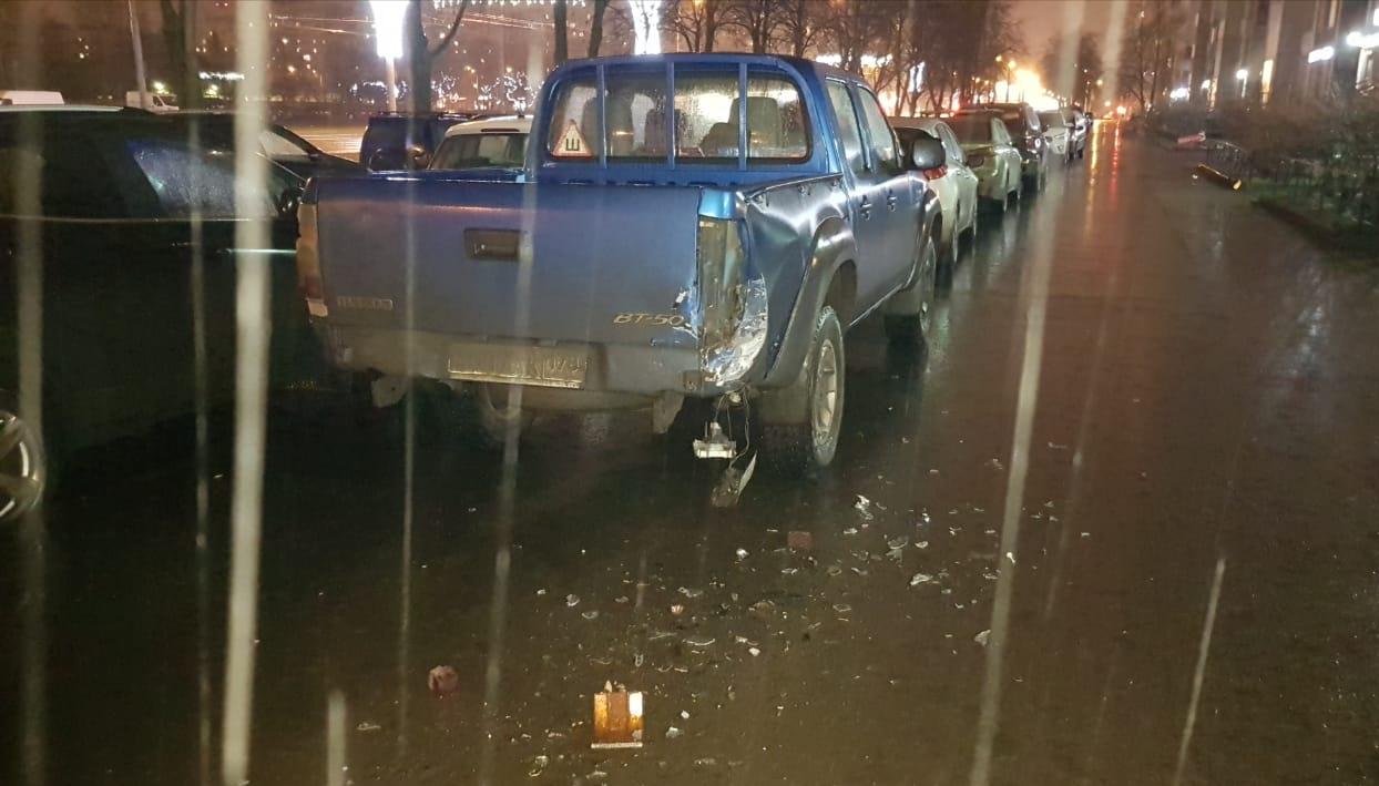 """На Ветеранов, 140, напротив магазина """"ПЛОВДИВ"""", вчера в 22.40 произошло ДТП с несколькими машинами. ..."""