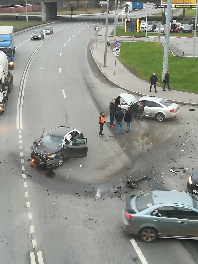 Серьезная авария на улице Морской Пехоты и съезде с проспекта Стачек