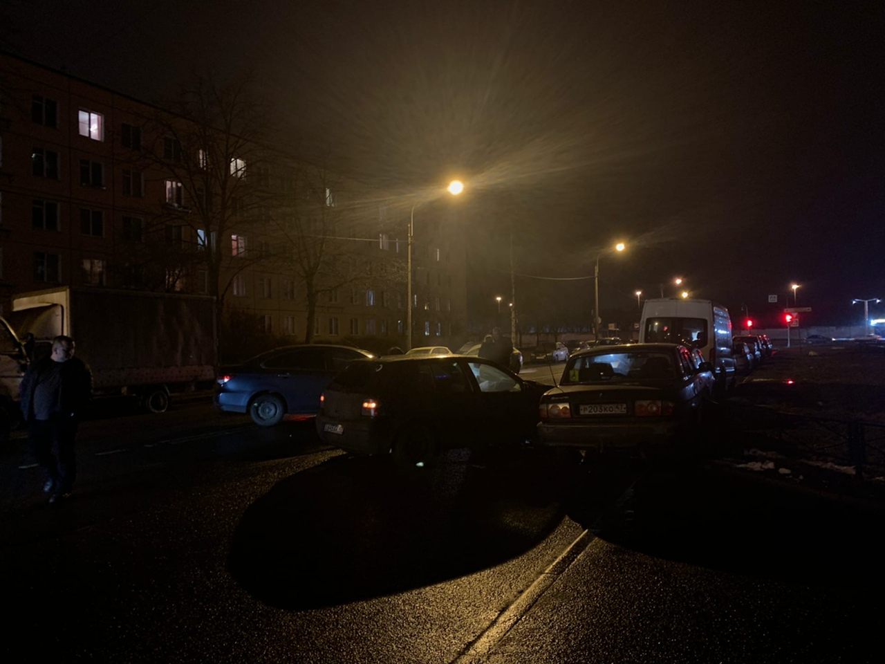 На улице Солдата Корзуна Альмера не пропустила Фолькваген при повороте во двор. Пожарные на месте, ...