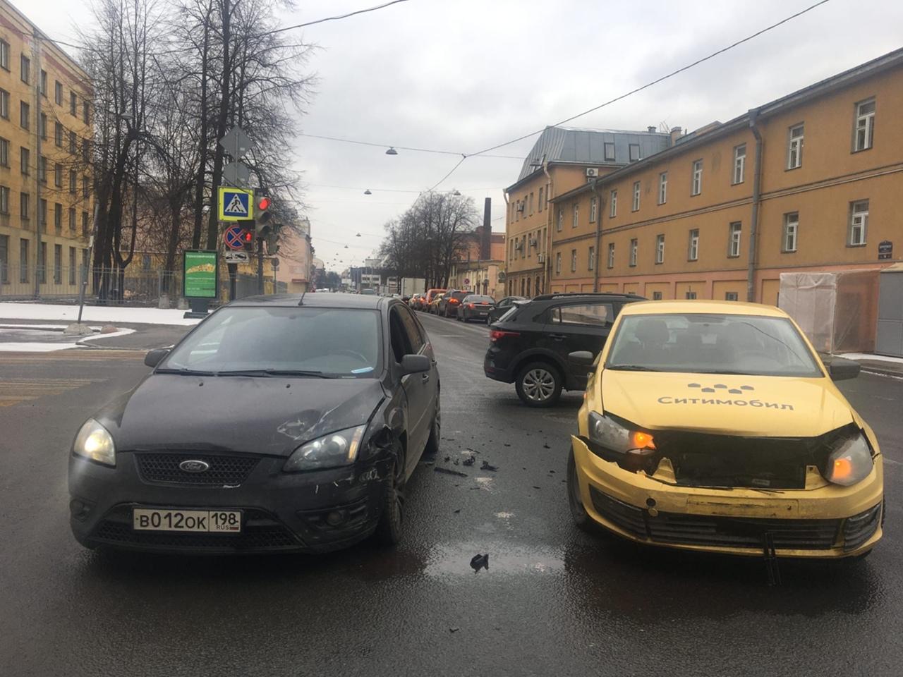 Сегодня в районе 10:00 на перекрёстке Днепропетровской и Курской я попал в ДТП, в котором не виноват...