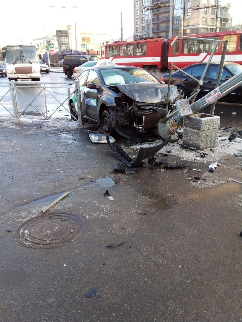 На пересечении Ярослава Гашека и Будапештской каршеринг после столкновения с седаном, отправился на ...