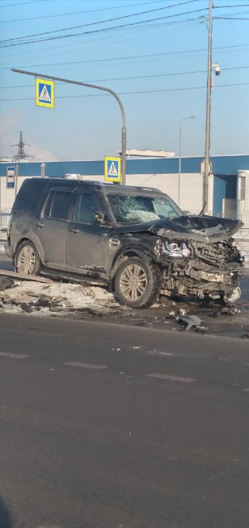 Ленд Ровер и Санта Фе столкнулись на Софийской 60, водители живые
