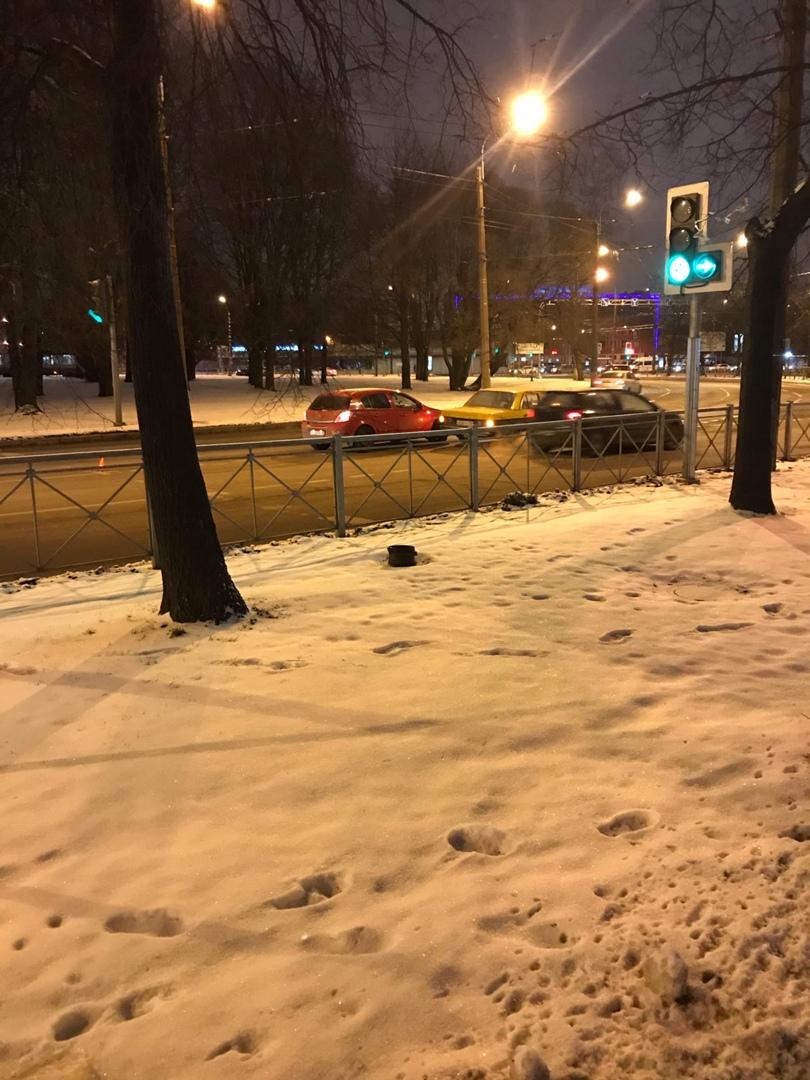 Опель и Mercedes столкнулись на площади Мужества Между 2-м Муринским и Карбышева.
