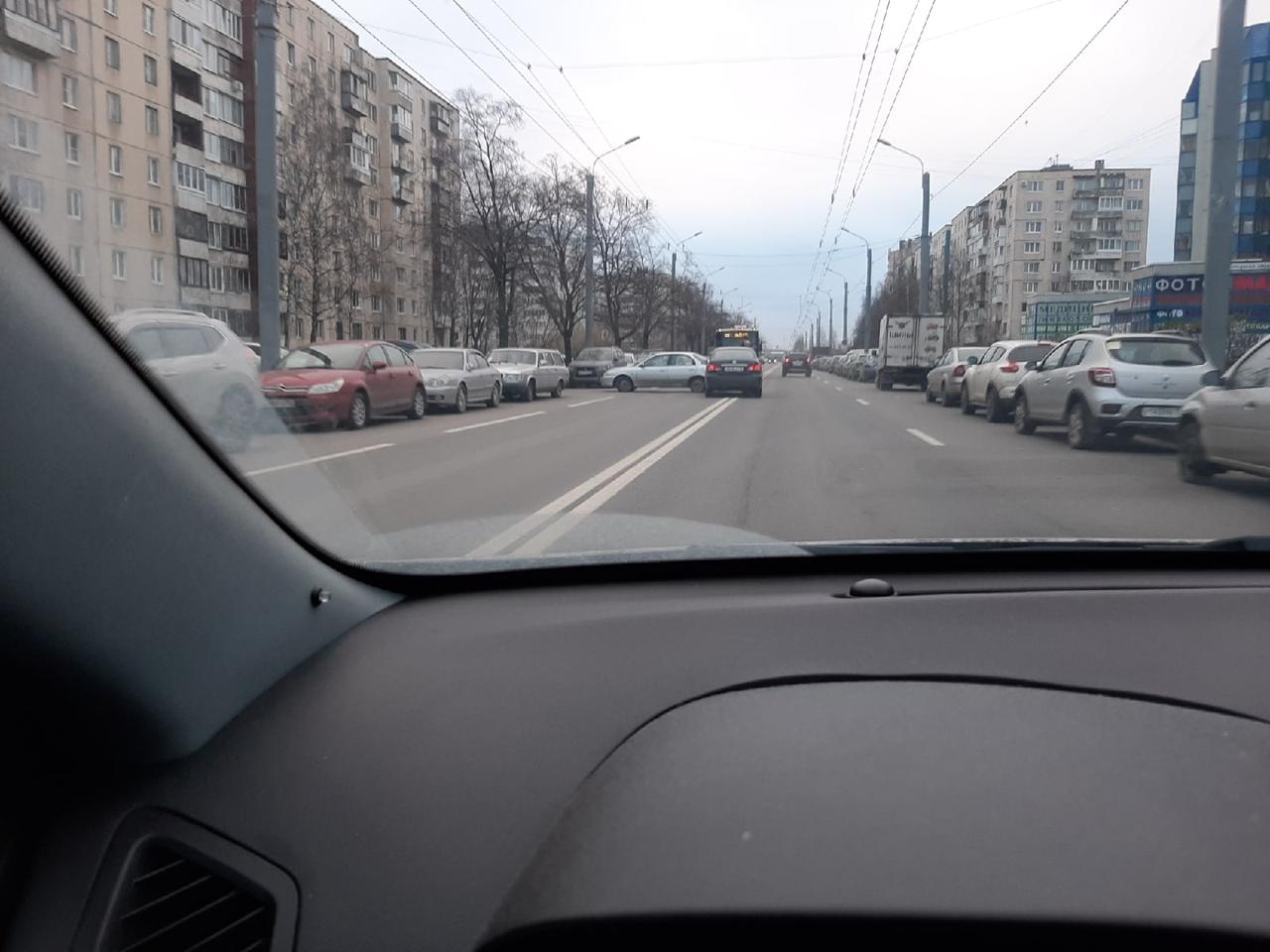 Перед перекрёстком Олеко Дундича и Будапештской, при въезде во дворы дома 110/23, столкнулись двое. ...