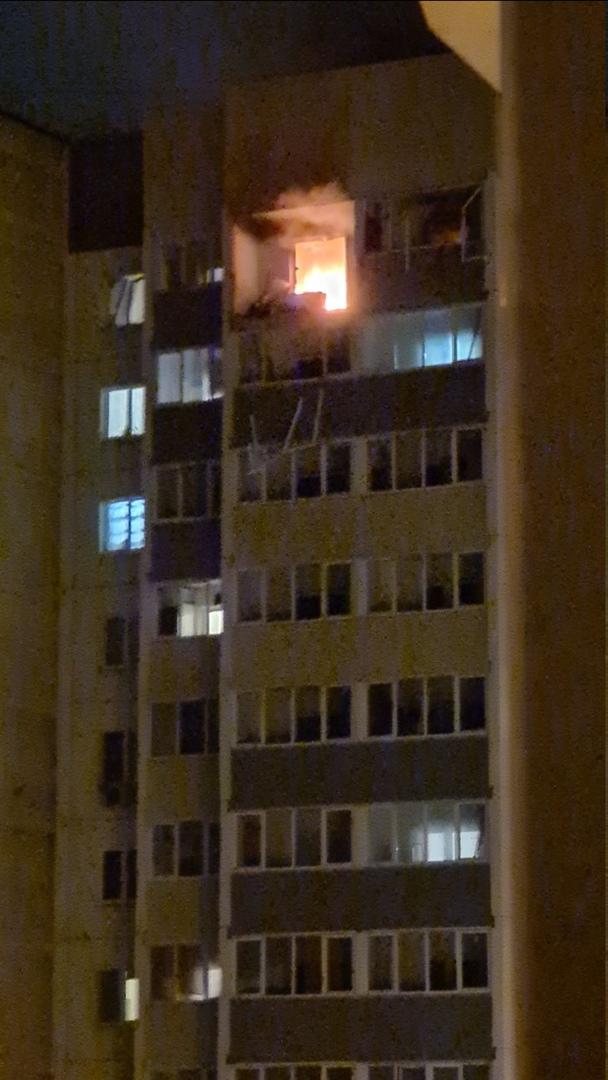 """В микрорайоне """"Южный"""" во Всеволожске в доме 22 на Добровольского произошел взрыв в жилом доме на пос..."""