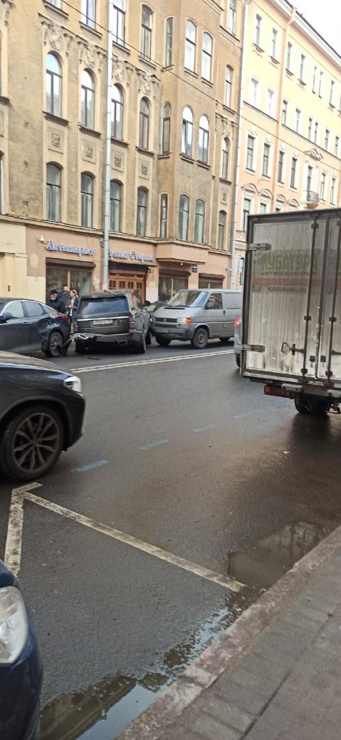 Сообразили дтп на 4-х на углу Некрасова и Короленко. Перегородили путь общественному и вообще всем. ...