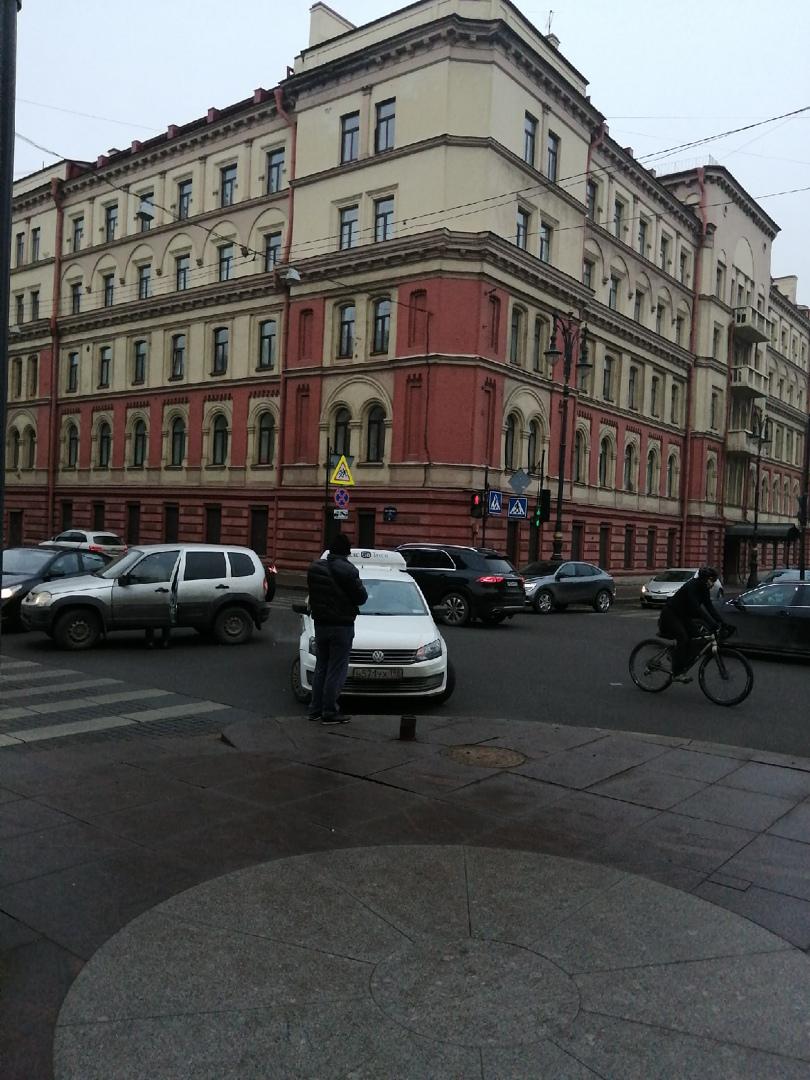 Стукнулись на пересечении Шпалерной и проспекта Чернышевского.