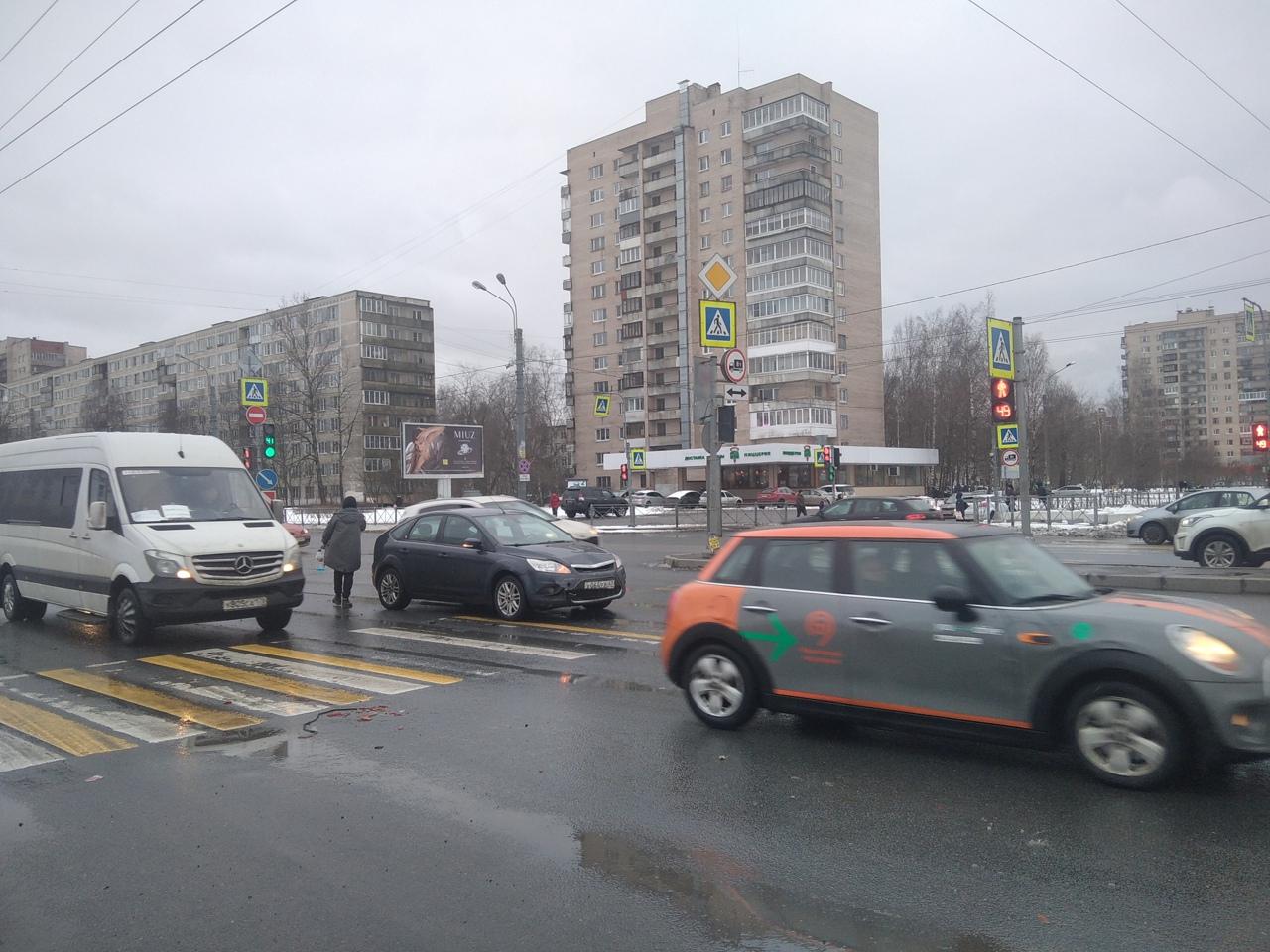 В 18:15 я засвидетельствовала ДТП на злополучном перекрестке Крыленко и Большевиков. Переходили доро...