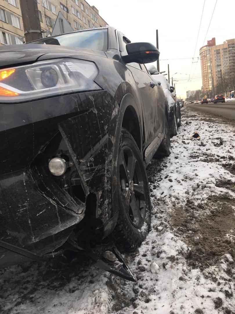 На Подвойского 29/1 20 января в 4:14 утра произошло ДТП. В припаркованную машину въехала машина. Уча...