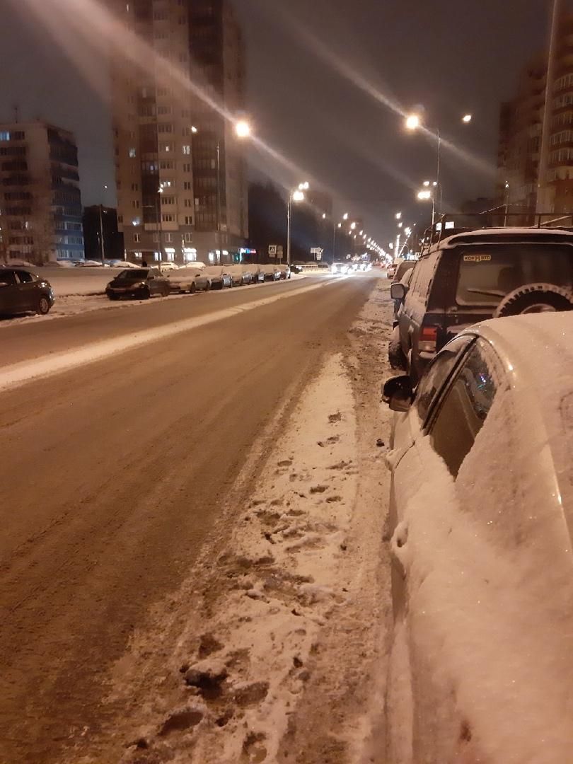 """18 января, в промежутке с 00.00 до 7.00, кто-то """"притерся"""" к моему автомобилю. Это произошло на Искр..."""