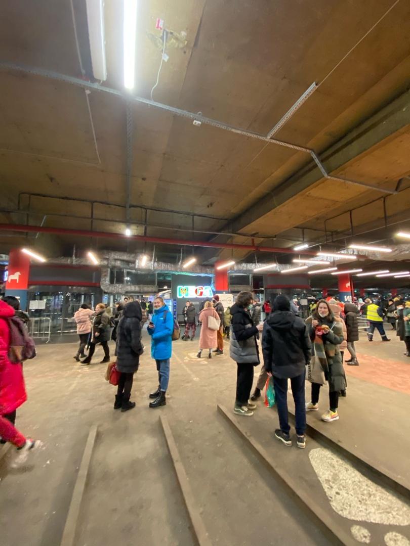 Эвакуировали Мегу Дыбенко в 20:10. Причины не говорят