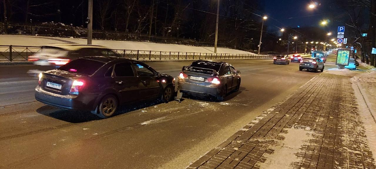 В 7 утра Chevrolet ударил Хонду на Б.Сампсониевском проспекте, у д. 108