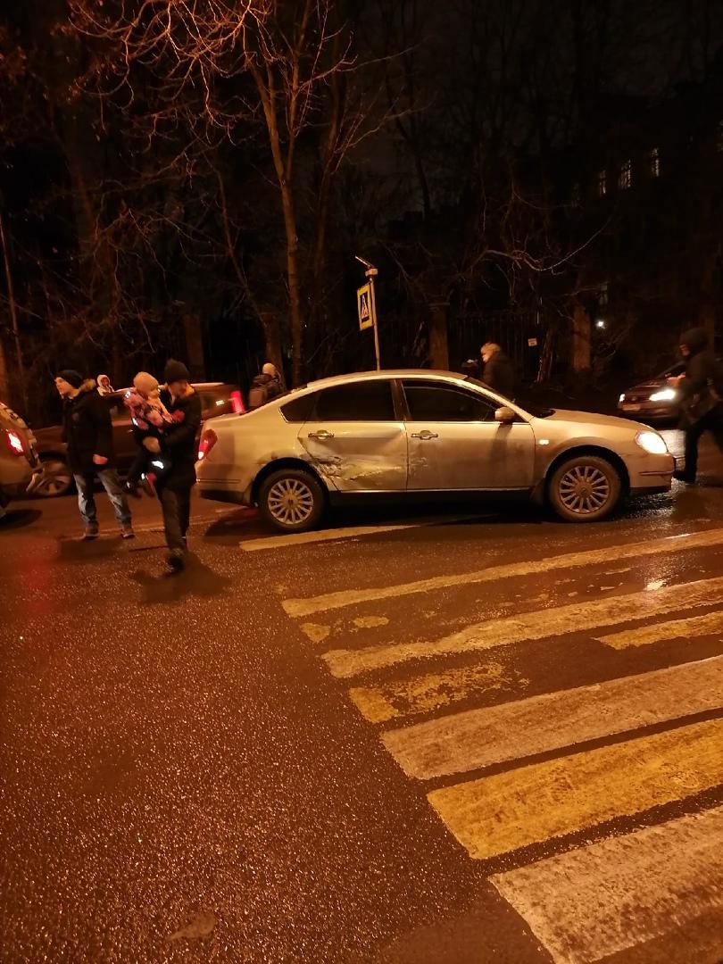 Авария на перекрёстке Большого Сампсониевского и Тобольской. Шла по переходу и за спиной услышала гр...