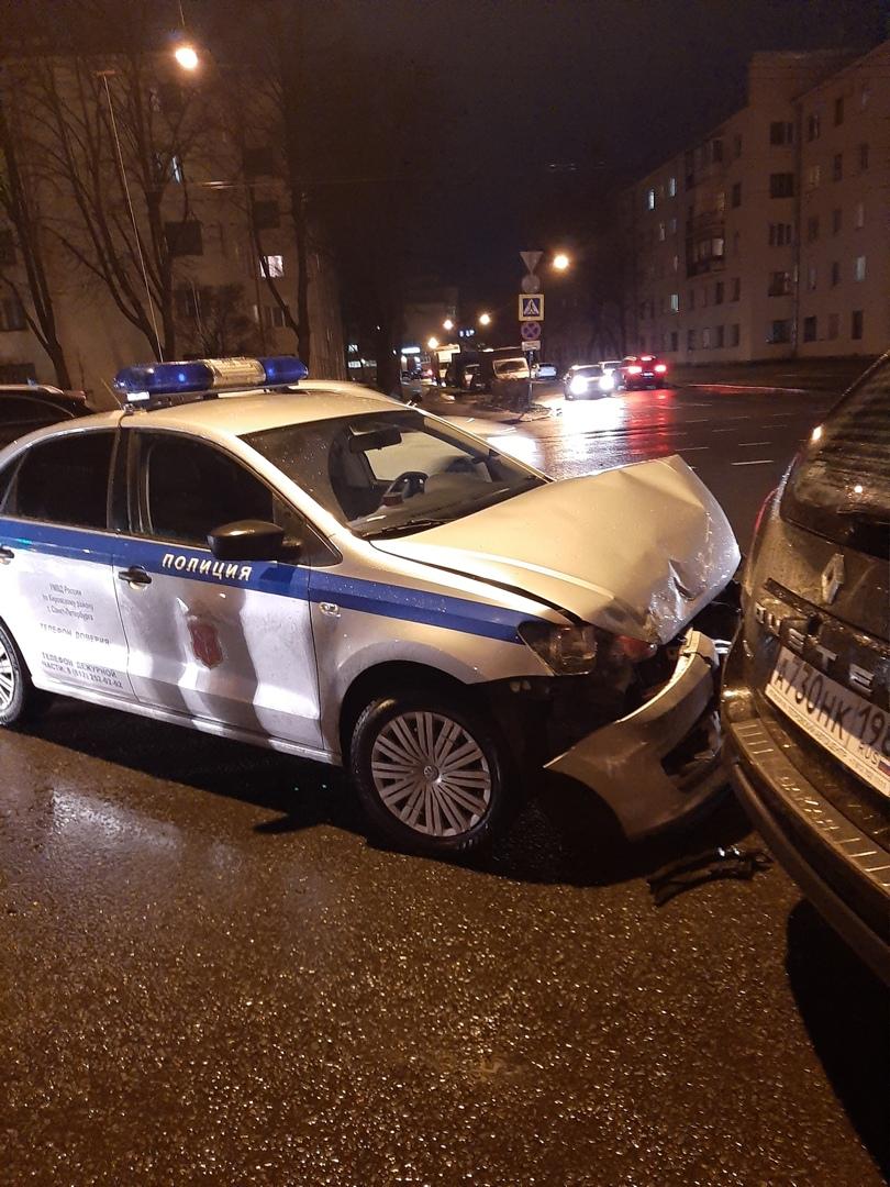 На Кировской площади полиция приехала в Дастер