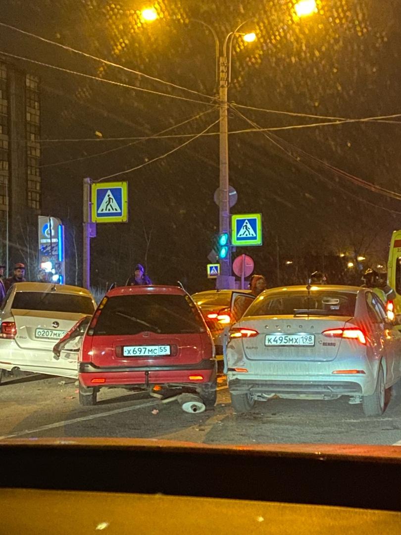 Массовое ДТП на Московском шоссе 44, рядом с заправкой Газпронефть.