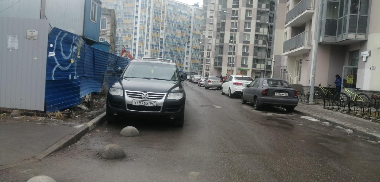 13 марта около 04:00 произошло ДТП, в Кудрове на Пражской 11. Виновник был автомобиль яндекс такси, ...