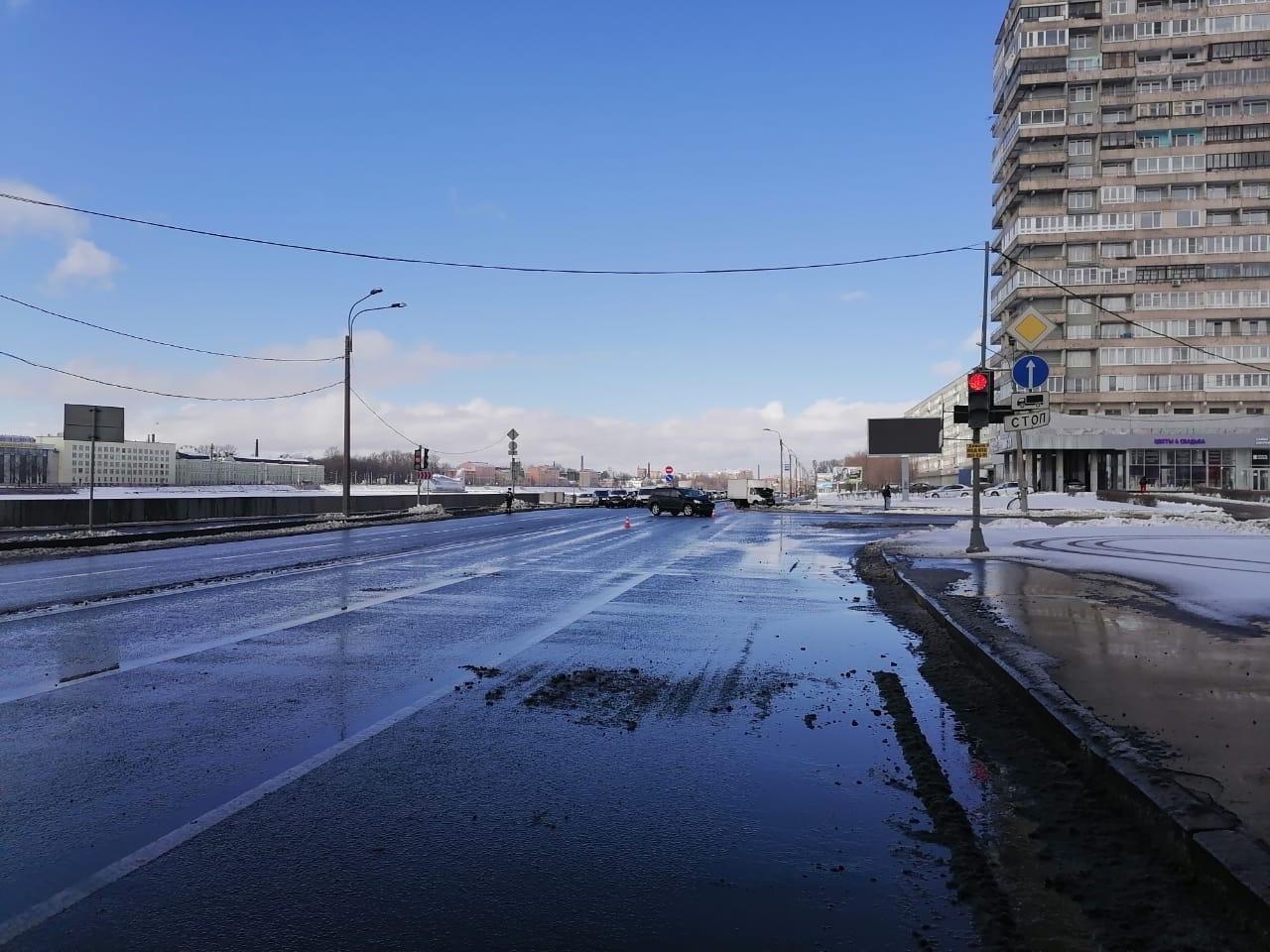 21 марта около 11:20 на перекрёстке Октябрьской набережной и Народной было ДТП. Может кто нибудь про...