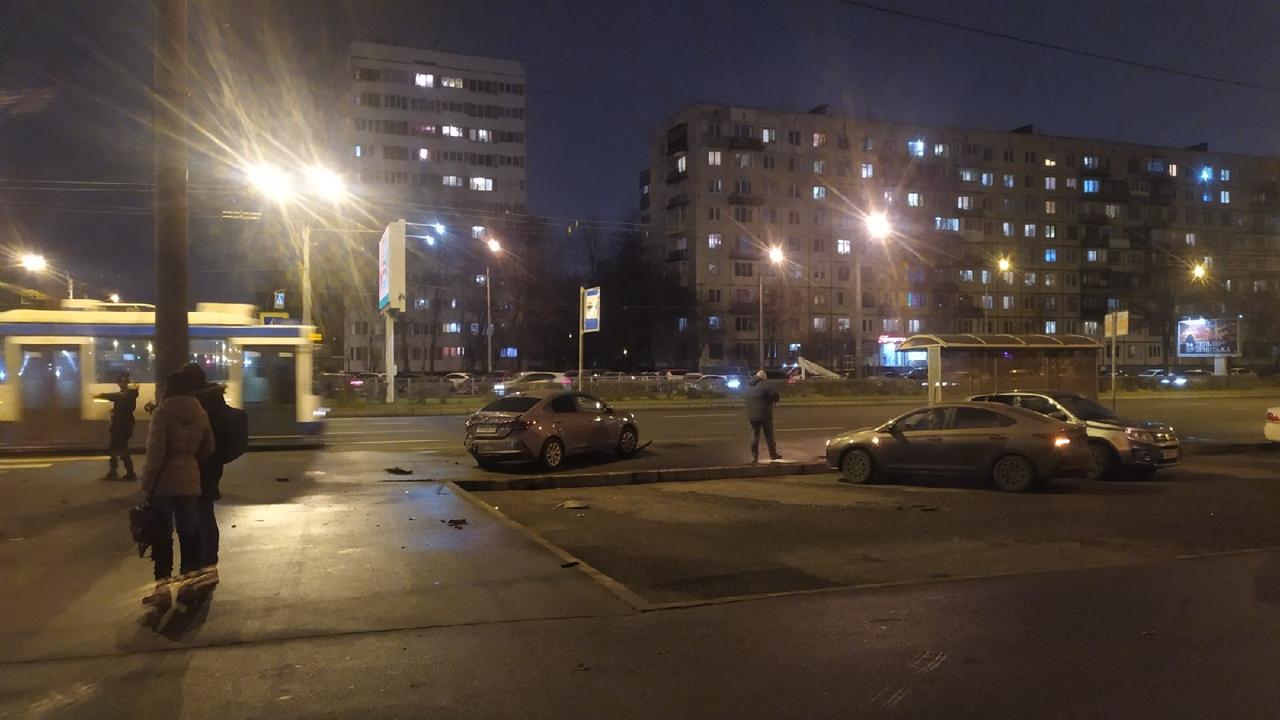 ДТП на перекрестке Луначарского и Светлановского.