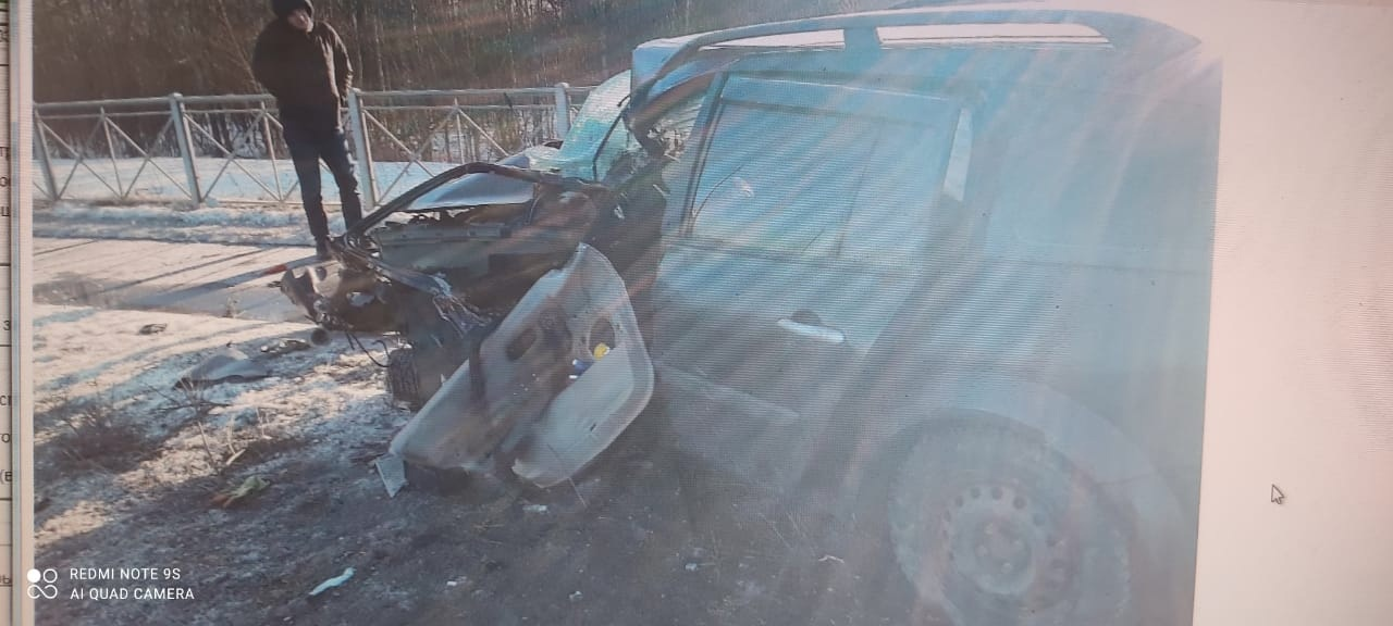 Утренняя авария на Усть-Ижорском шоссе. Вызывал на место скорую и МЧС. Водитель был госпитализирован...