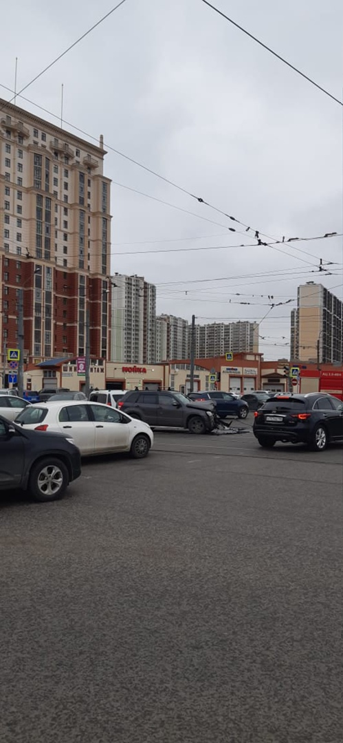 4 апреля в 13-30 произошло ДТП на перекрестке Дальневосточного и Дыбенко. На большой скорости белый ...