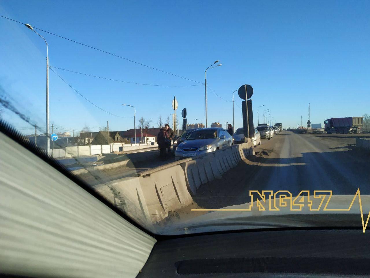 Авария на Лиговском путепроводе на выезд из города. В самом узком месте, на спуске с моста сошлись д...