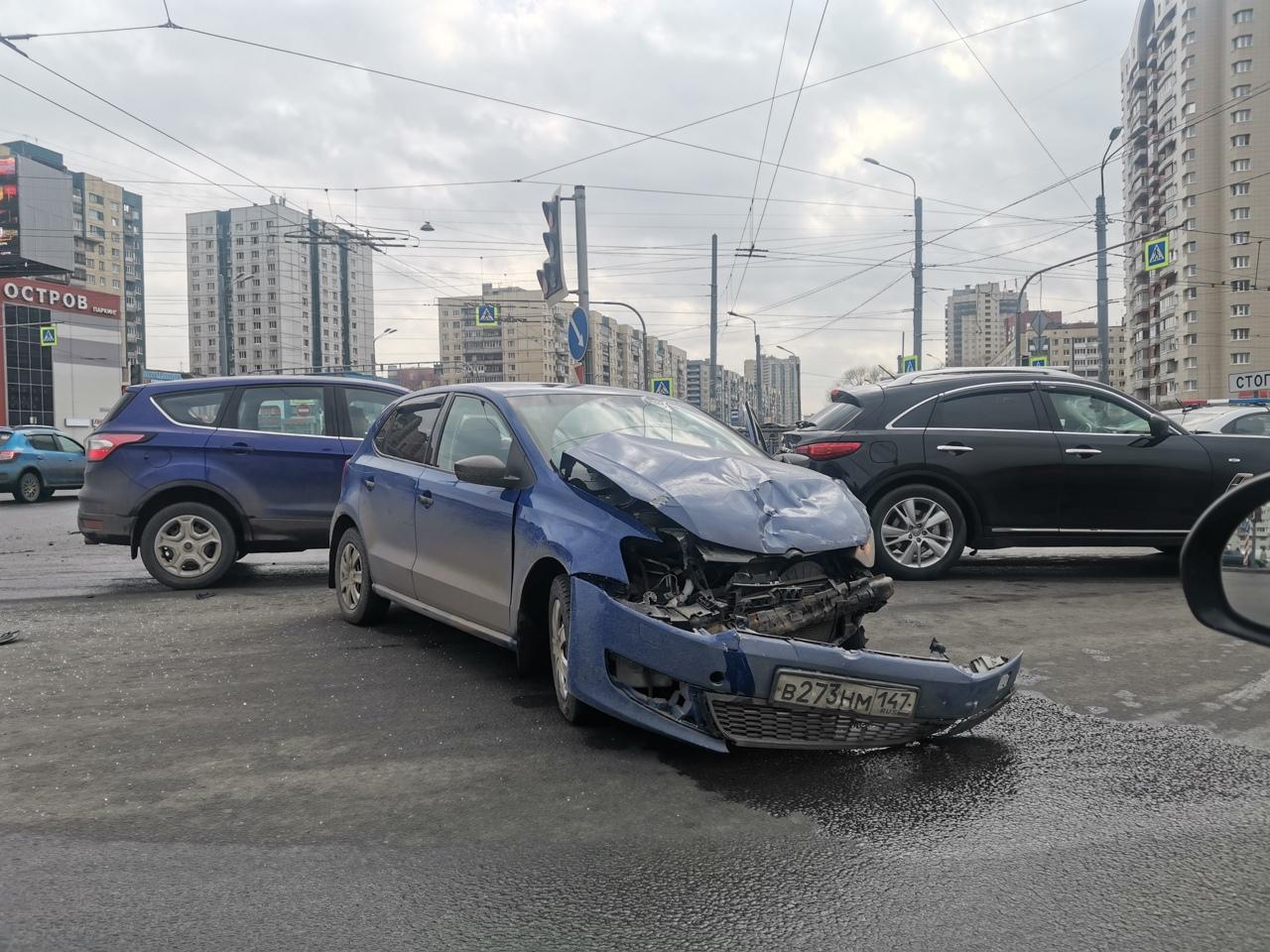 Авария на перекрёстке Индустриального и Косыгина. ДПС на месте, мешаются проезду.