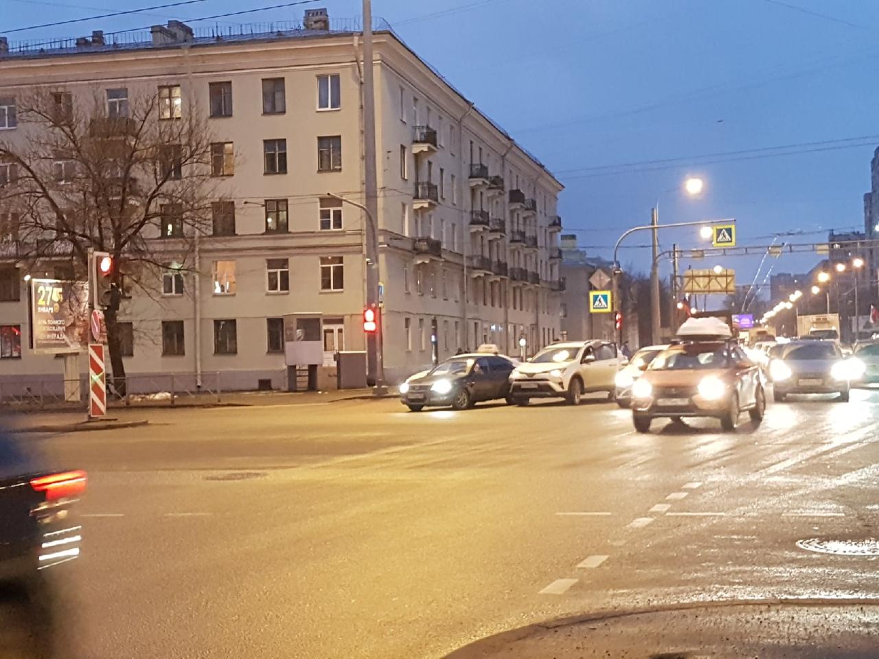 ДТП на перекрестке Непокоренных и Кушелевской. Пробка собирается