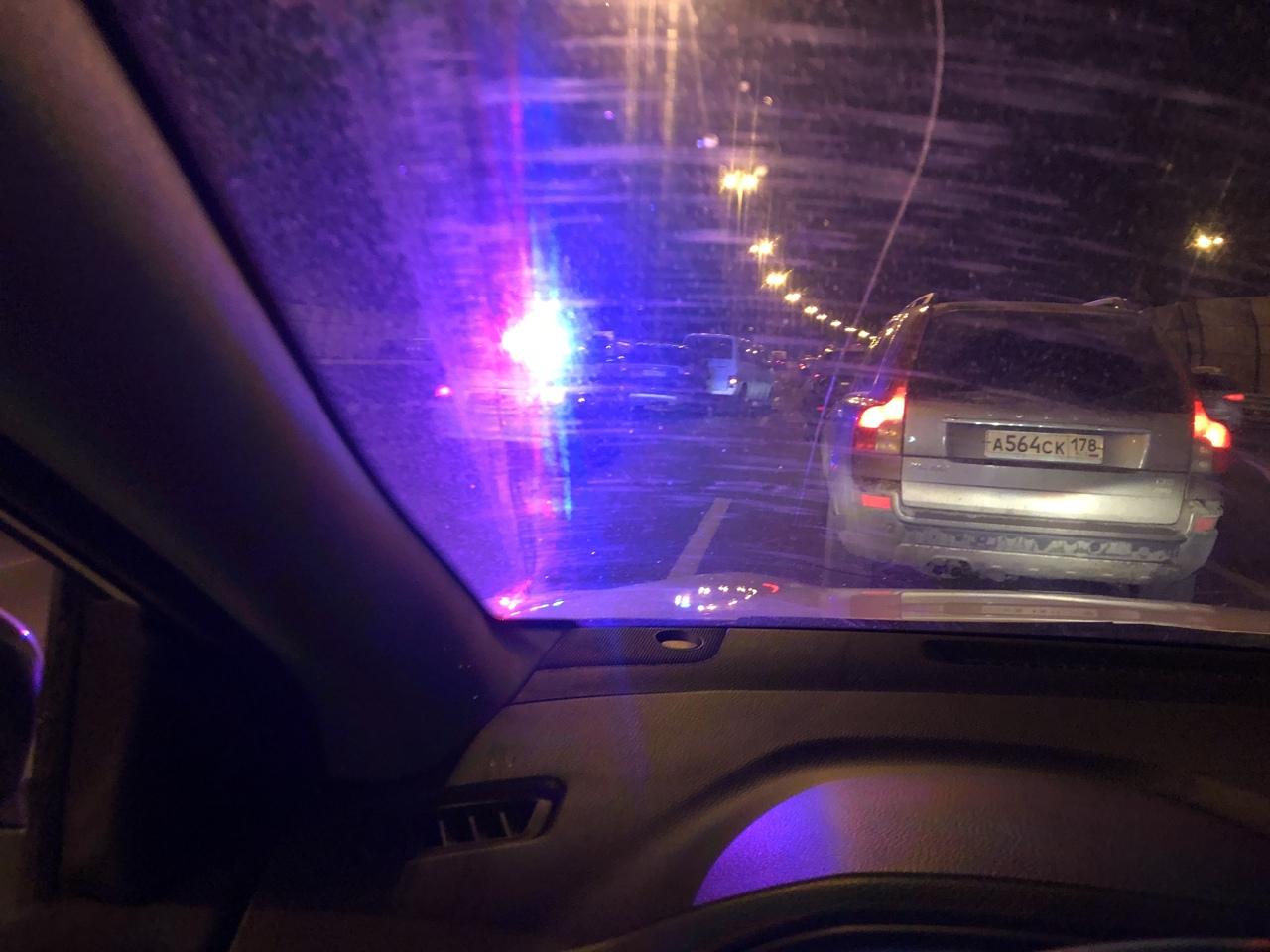 На внутренней стороне КАД, под Рябовским шоссе Аутлендер собрал два микрика.