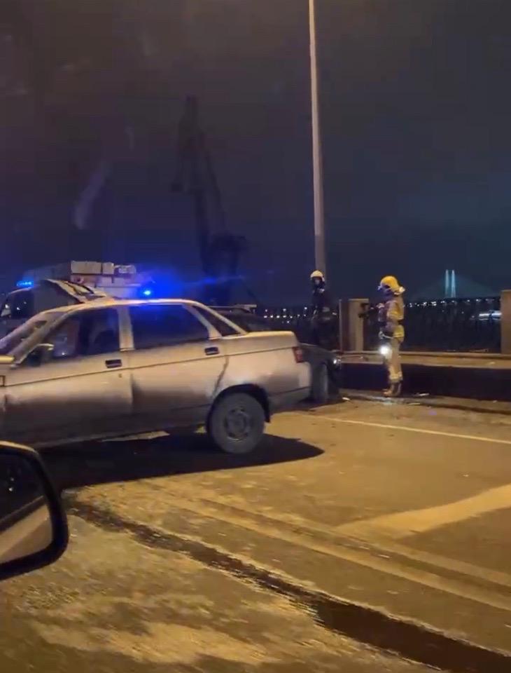 Сильная авария на пересечении Октябрьской набережной и Большевиков. Пробка в обе стороны минут на 20...