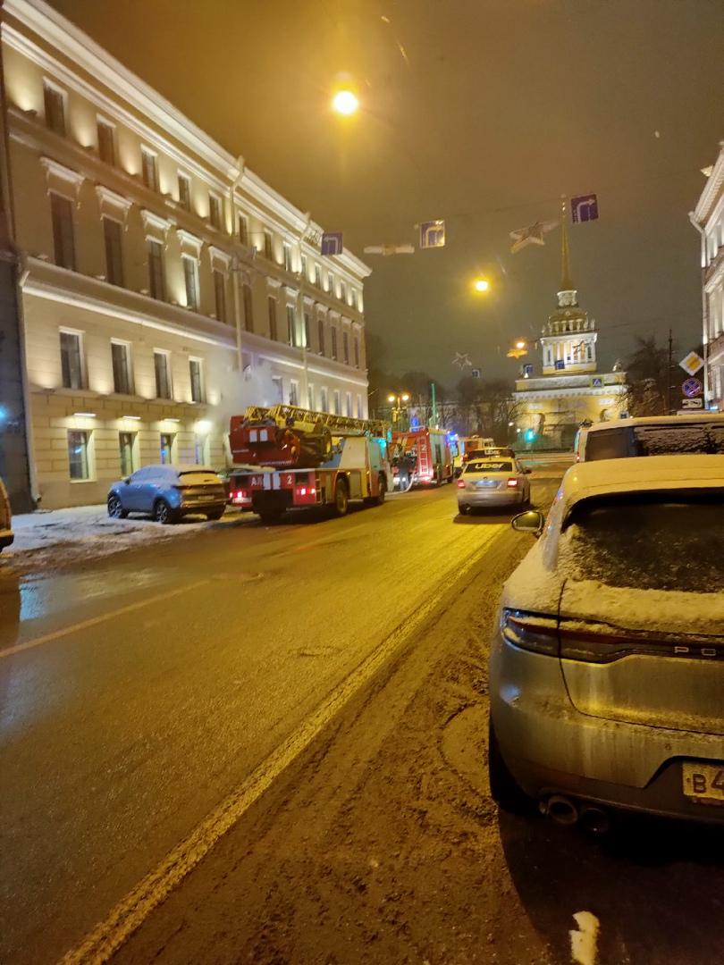 Пожар в начале Гороховой улицы. Пахнет гарью очень сильно, окна не открыть.
