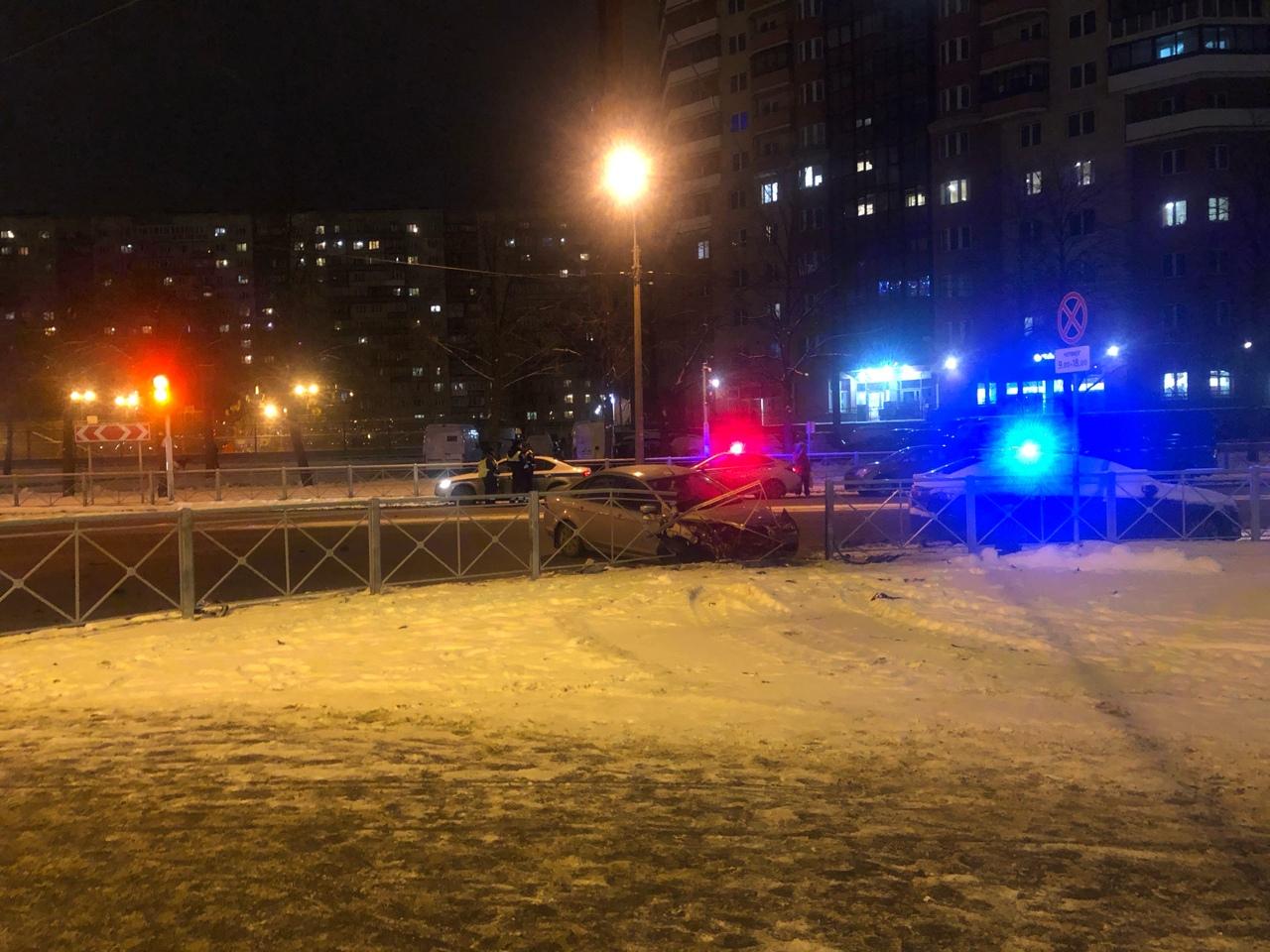 Ford и Киа столкнулись на перекрёстке Тухачевского и Апрельской. Три экипижа дпс на месте