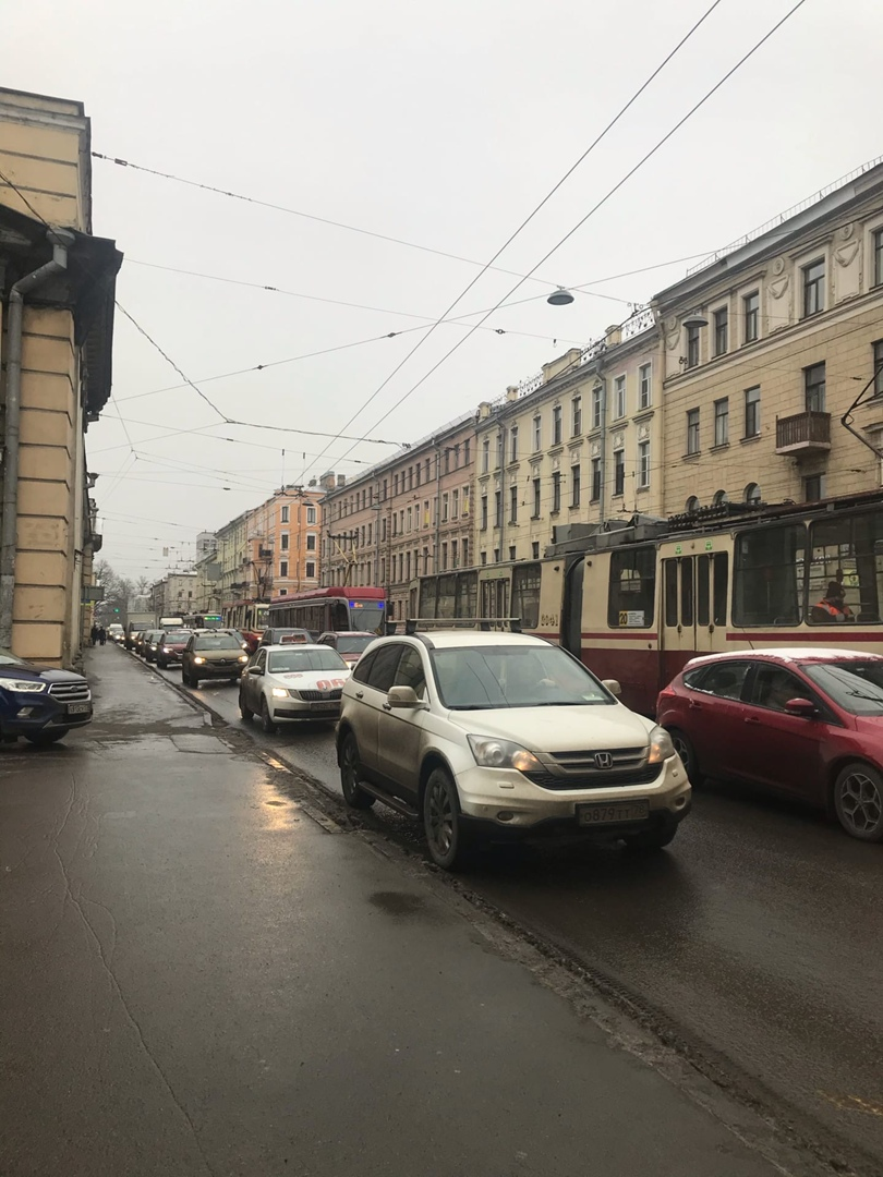 Ситроен приехал в аварийную бузанку на улице Академика Лебедева, перед поворотом на Комсомола, трамв...