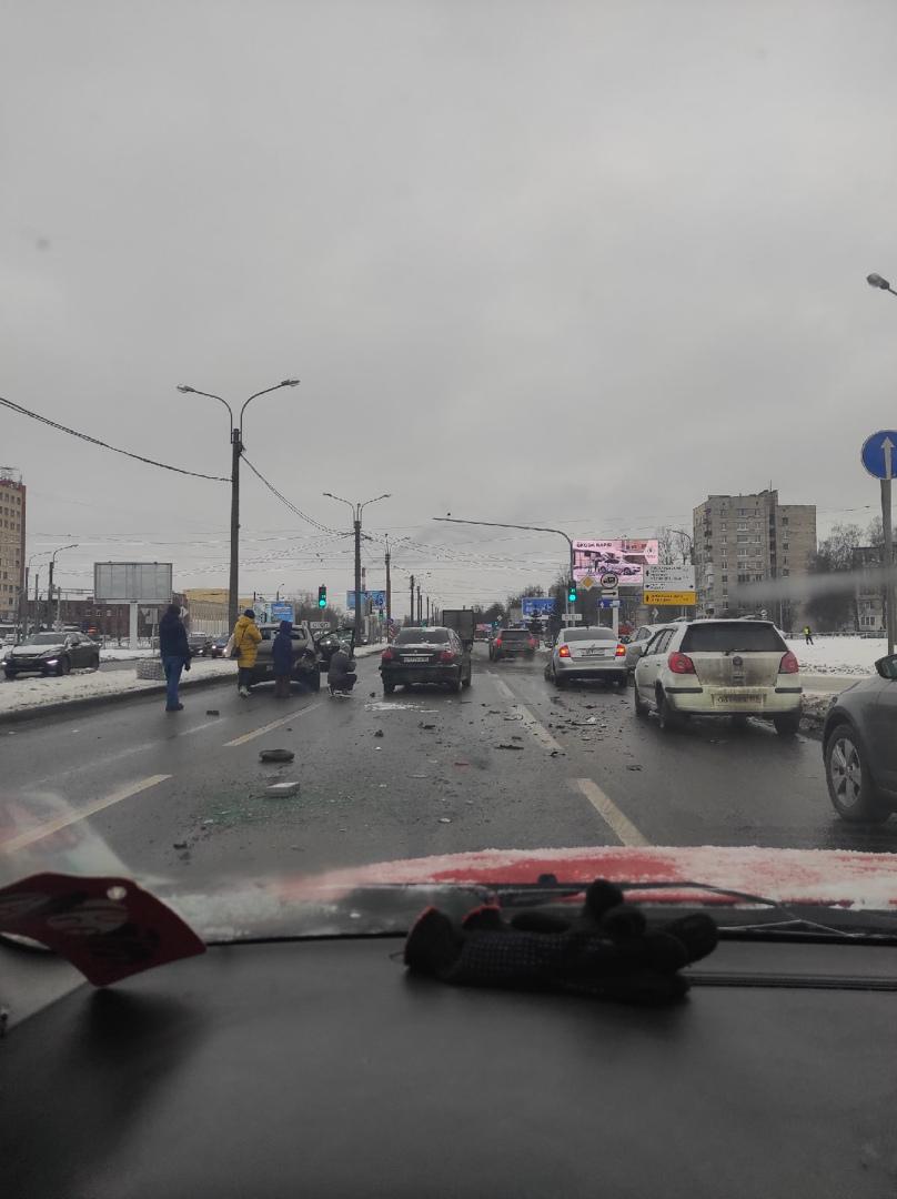 ДТП из 3 машин на Руставели в сторону Пискаревки. До Науки все стоит, объезд через карман.