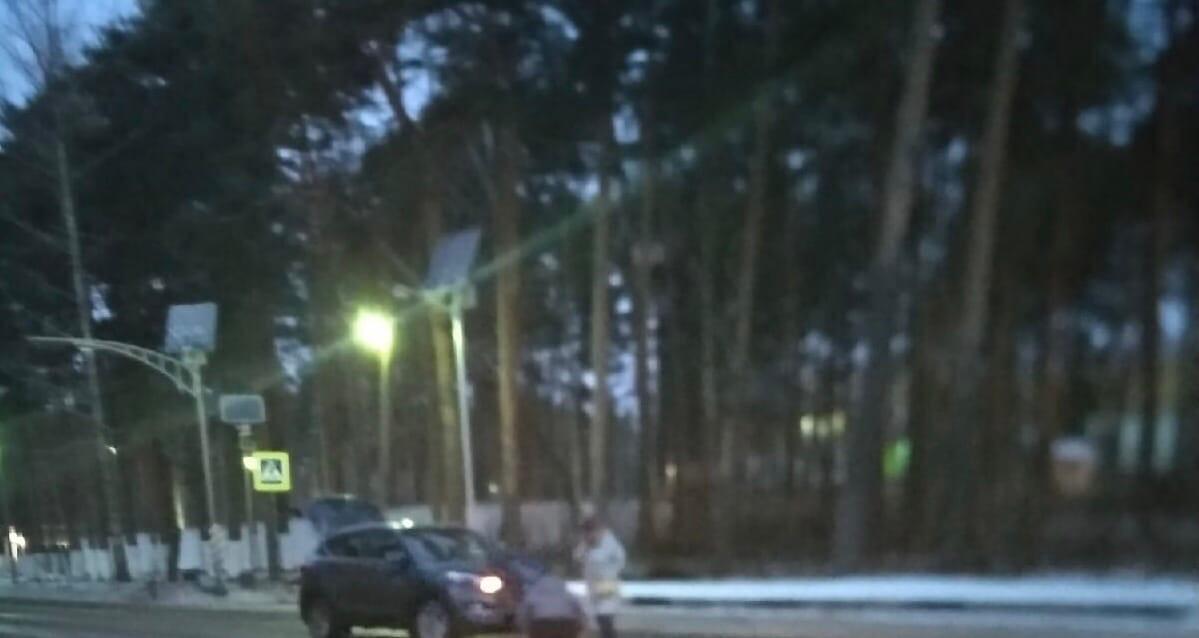 В Большой Ижоре в не зоны пешеходного перехода сбили бабулю. Жива. В поселке плохое освещение. Скора...
