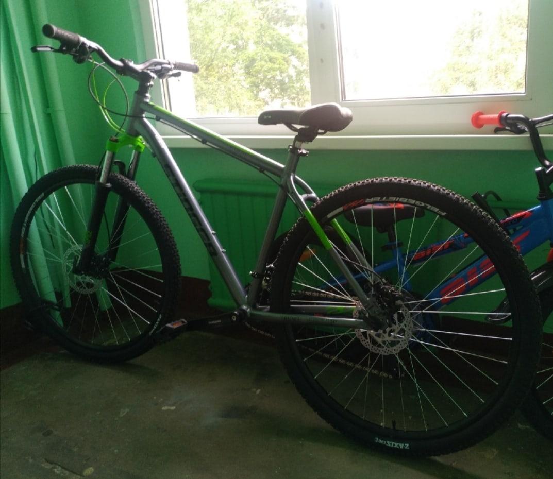 Из парадной дома на улице Зины Портновой был украден велосипед. Он был очень дорог, т. к. ребенок н...