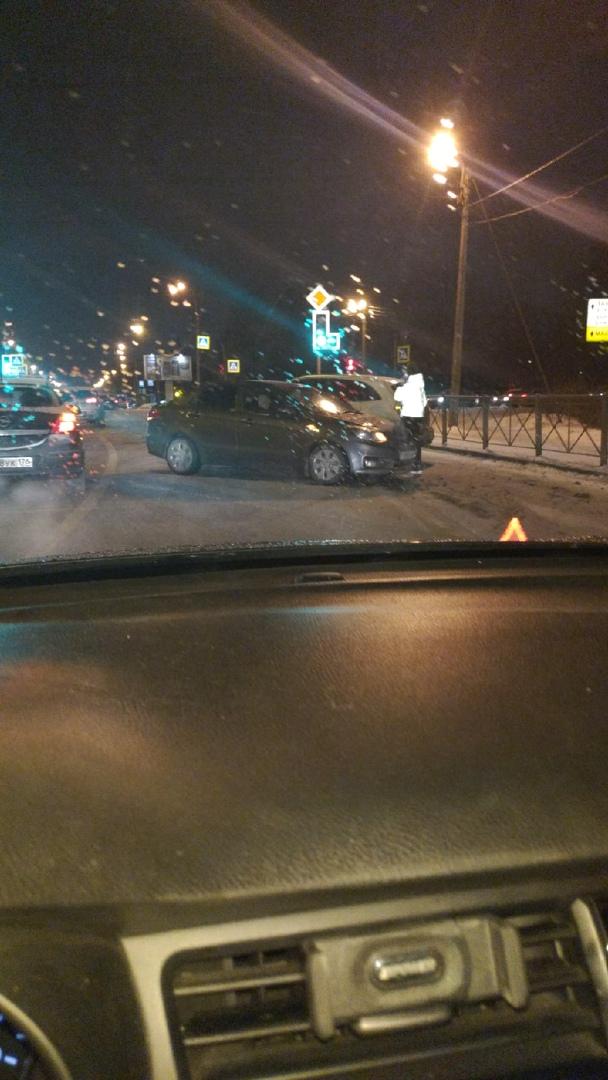 Авария на пересечении Выборгского шоссе и Парковой улицы.