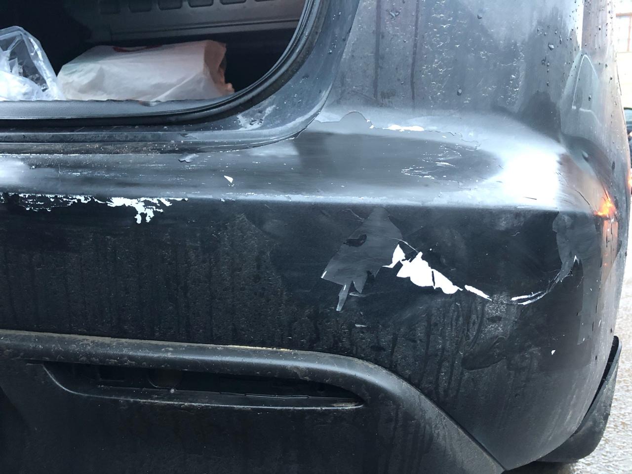 На Конюшенной 2 сдавая назад на парковке, въехал(а) в соседнюю машину и просто уехал(а). Свидетелей ...