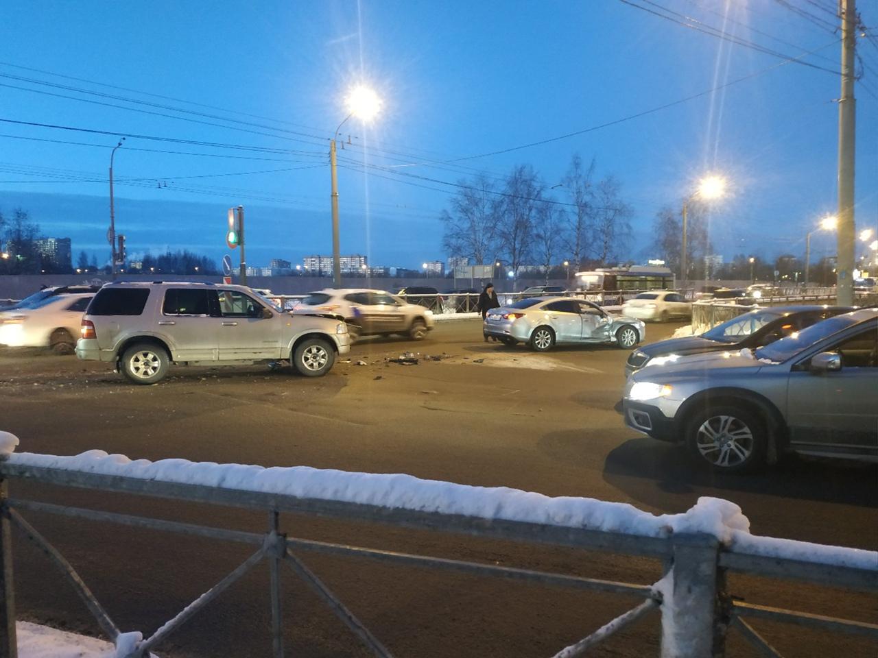 На перекрестке Светлановского и Байкова водитель Мазды поворачивая налево поворот со стороны Северно...