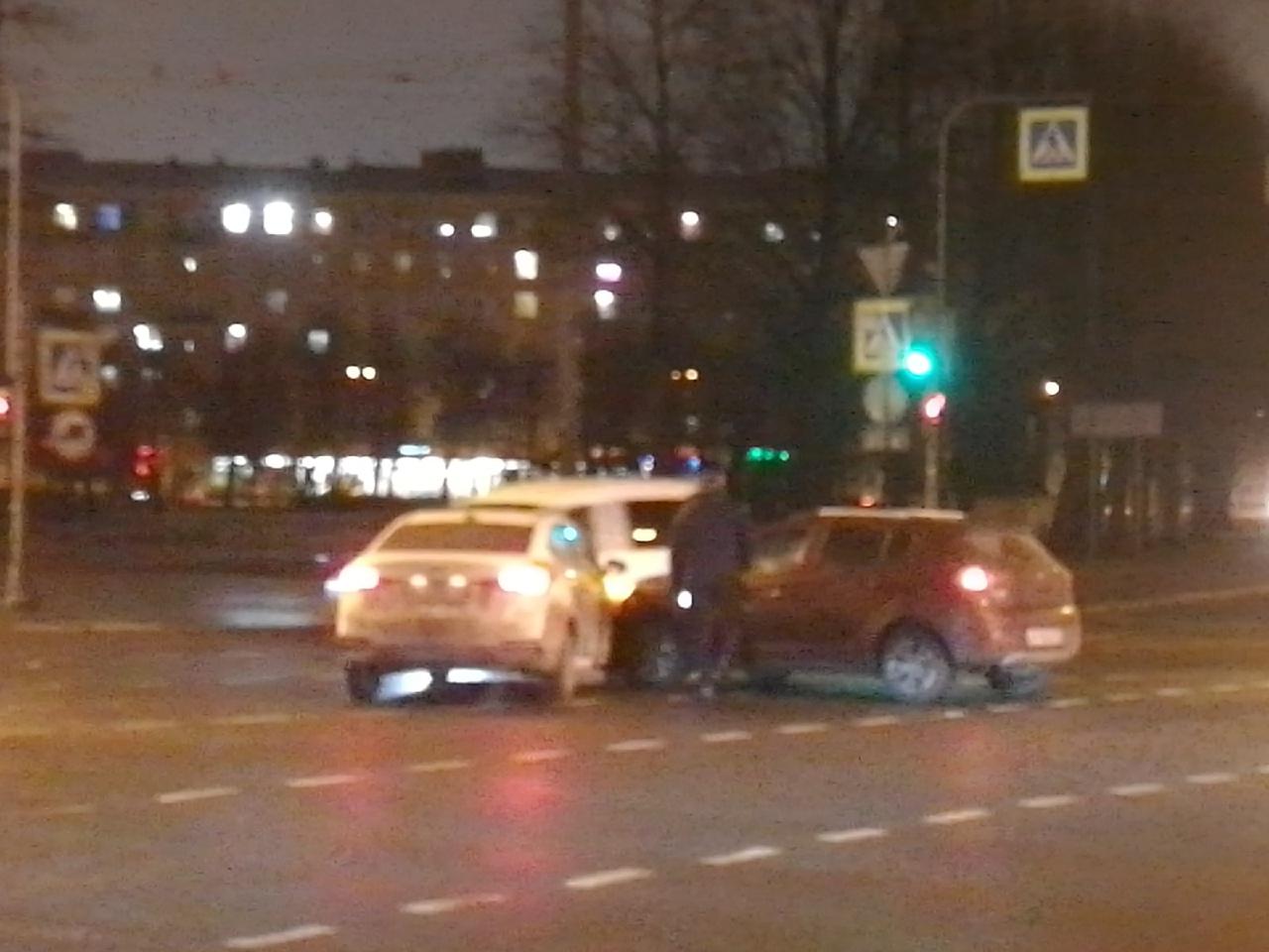 ДТП на Стачек на перекрёстке у дома 59
