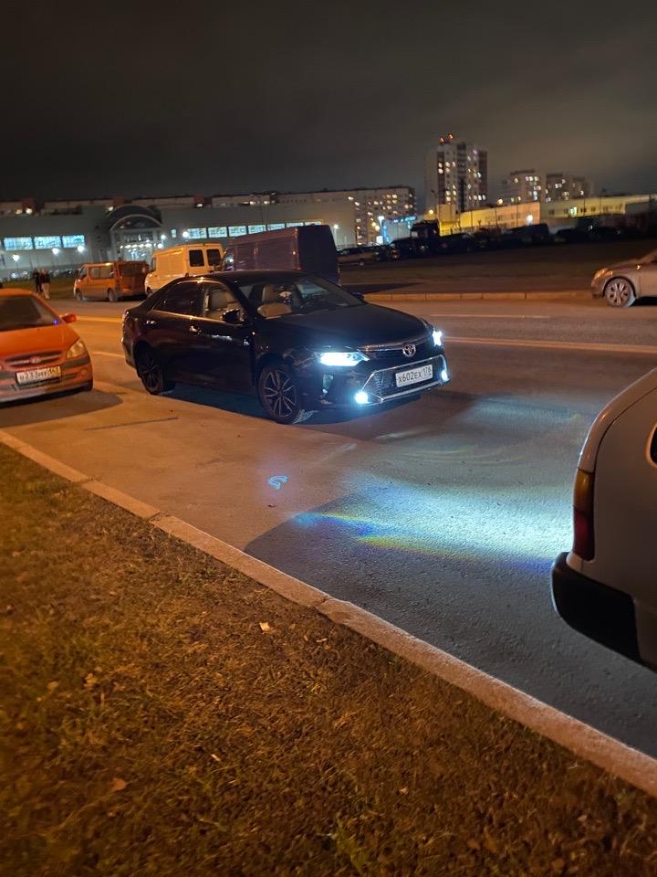 Два не очень трезвых мужчины на Камри въехали в красную Киа и 2 припаркованных машины на улице Солда...