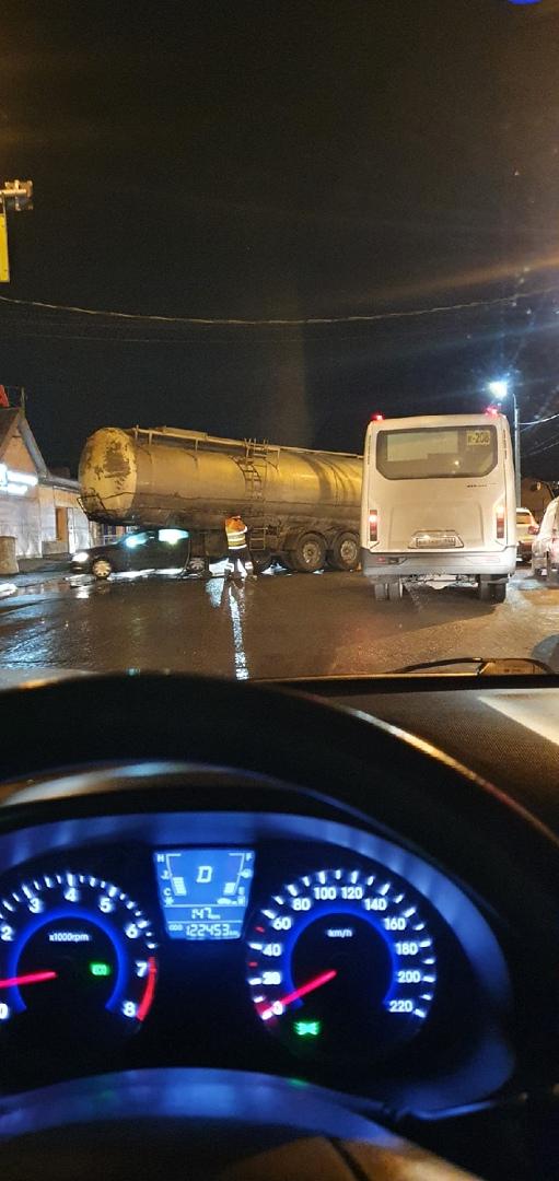 На въезде в населённый пункт Мурино, после туннеля, на пешеходном переходе разложился что-тотамвоз. ...