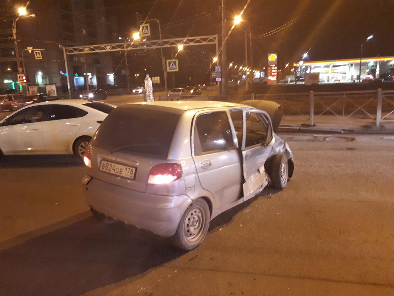 Solaris и Матиз столкнулись на перекрестке Индустриального и Хасанской. Со слов участников: такси с...