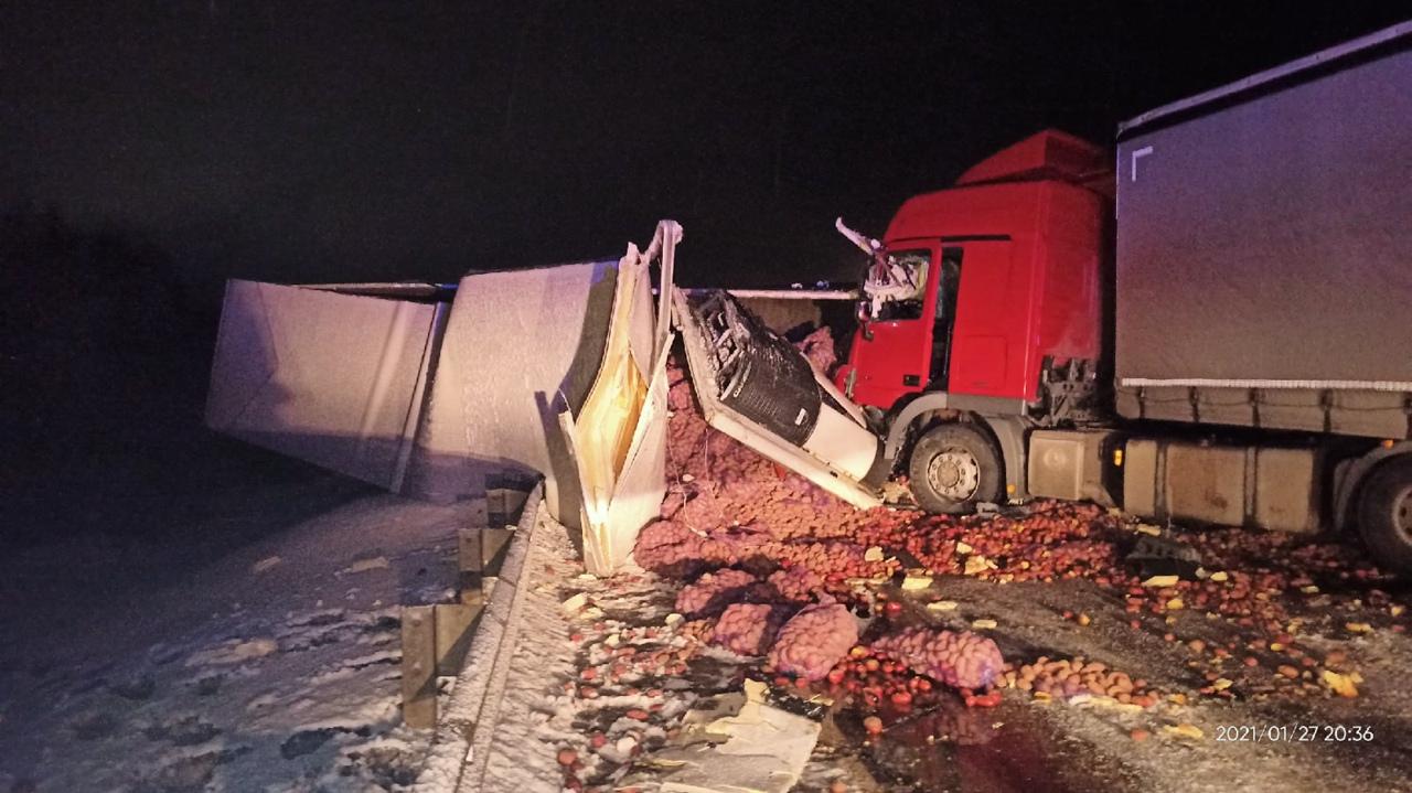 Очень страшная авария рядом с г. Пикалево. Столкнулись 4 грузовых автомобиля. Погиб водитель цистерн...