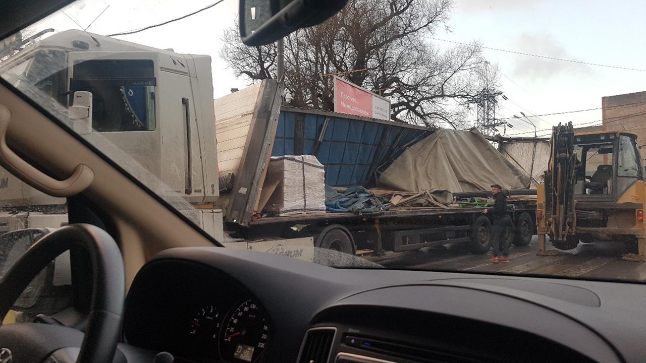 Видео за секунду до дтп под ж/д мостом В 9:55 под ж/д мостом от Черниговской к Боровой не прошла ф...