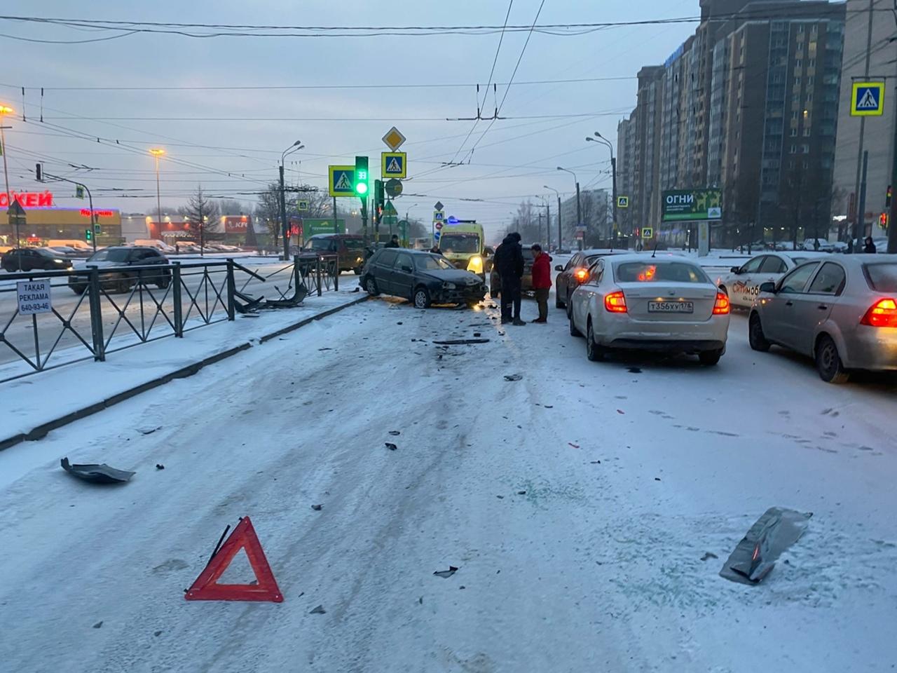 Очень нужна запись аварии произошедшей сегодня в 09:30 утра на перекрёстке Большевиков и Подвойского...