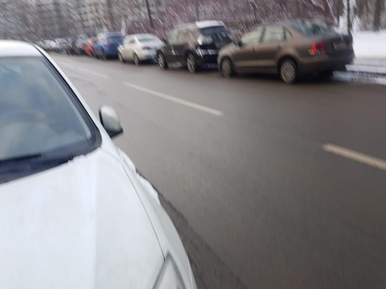 Сегодня в 9:30-10:30 на Вязовой улице,напротив дома #4. Пострадало несколько машин ,разбиты боковые ...