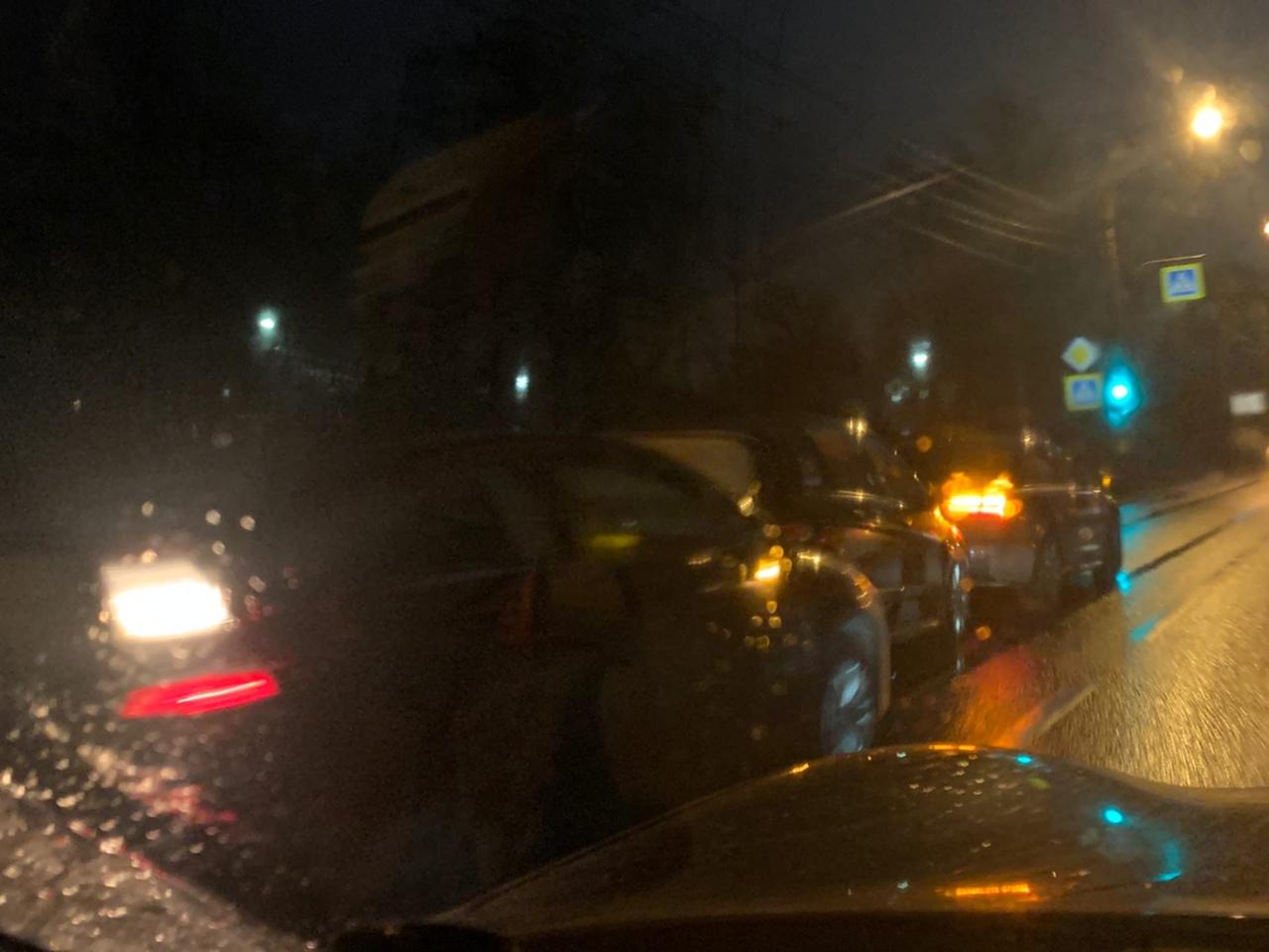 Тройничок из Ситроена, Мерседеса и Audi стоит уже несколько часов в левой полосе Приморского в сторо...